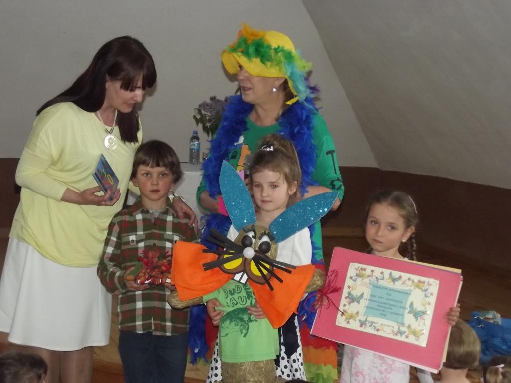 Przedszkolaki na spotkaniu z Ewą Chotomską