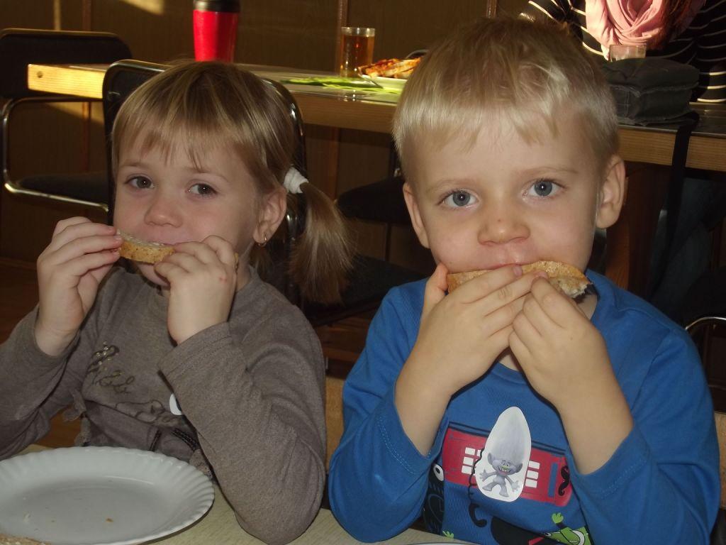 Zajadamy kanapeczki z wiejskim chlebkiem