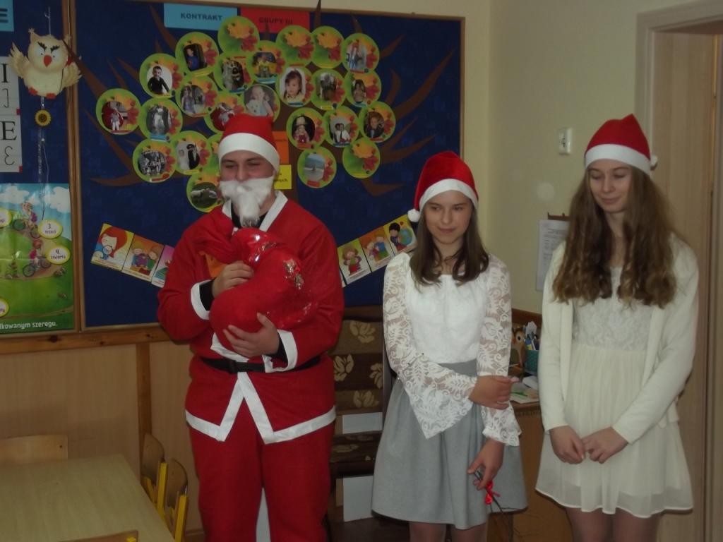 Szkolny Gwiazdor odwiedził przedszkolaków