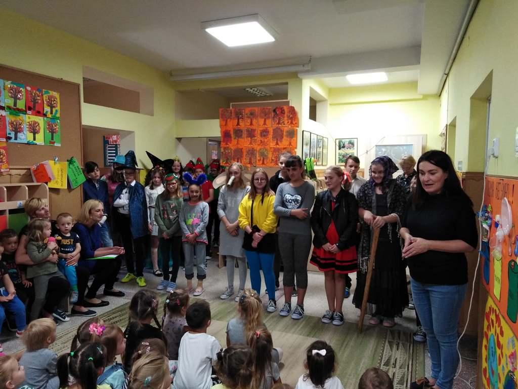 Niecodzienna wizyta uczniów bez szkolnych mundurków