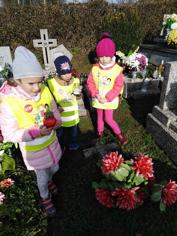 Z wizytą na parafialnym cmentarzu