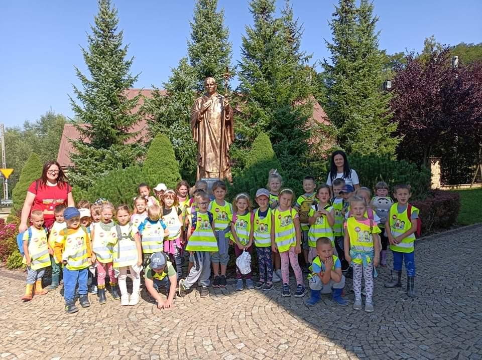 Przedszkolaki na ścieżce św. Jana Pawła II